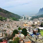 Dans les favelas du Brésil, des habitants s'organisent pour freiner la progression du Covid-19
