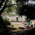 Village du peuple: d'un lieu de vie et d'expérimentation à un tas de gravats