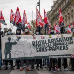 Plusieurs milliers de sans-papiers défilent à Paris pour la dernière étape de la Marche des solidarités