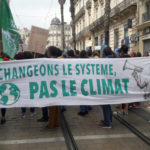 Climat: la loi passe, les marches restent